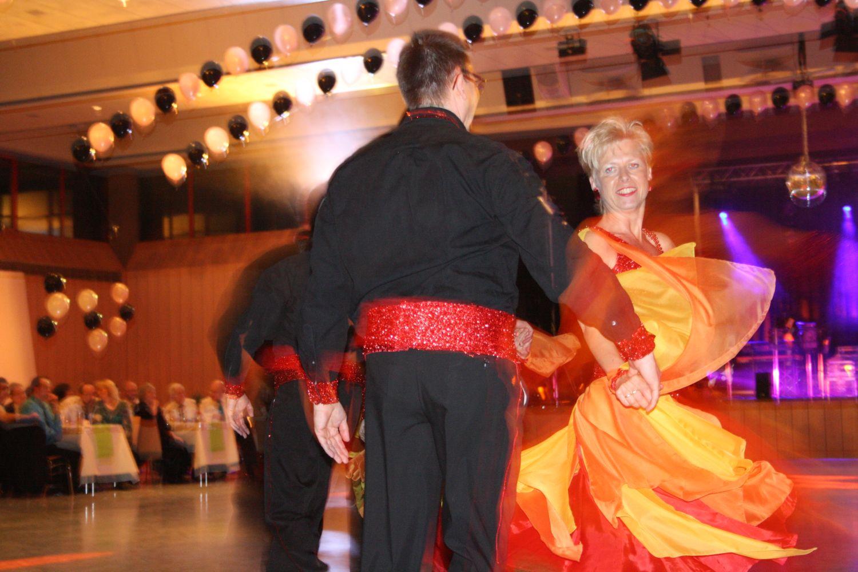Sabine und Günther Riegger in der Formationstanz Gruppe