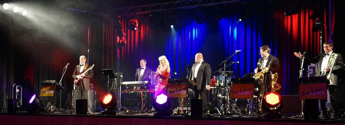 Die Tom Lehner Band führte musikalisch durch das Programm.