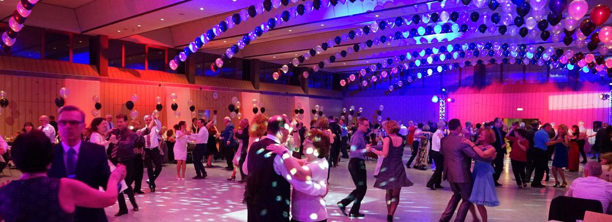 Ein abwechselungsreicher Abend mit Tanzen und Showeinlagen begeisterte die Gäste.