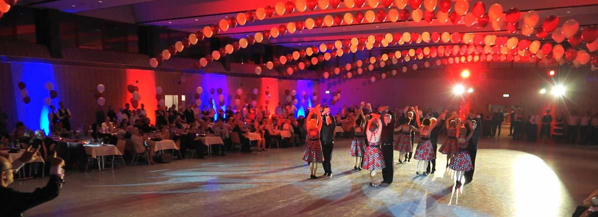 8 Paare bilden die aktuelle Formation der Tanzsportabteilung TSV Pfuhl