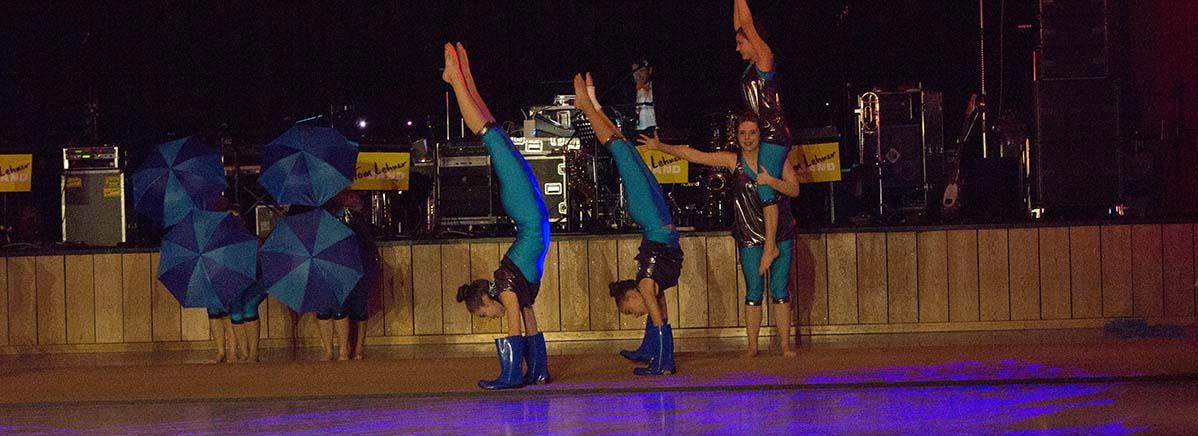 Sie tanzen im Handstand: die Crazy Girls aus Regglisweiler